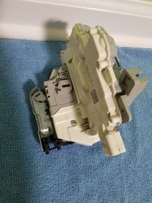 2009 to 2010 A4 Q5 Genuine OEM Audi Lock latch Actuator Part # 8K0 839 016 A for Sale in Gurnee, IL
