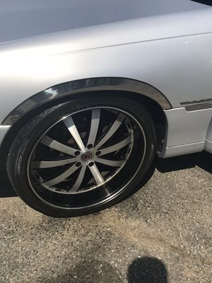 22' rims 5 lugs one needs a tire for Sale in Oxon Hill, MD