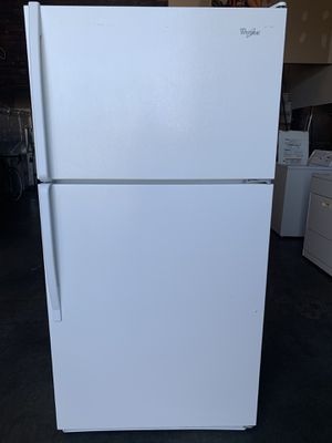 Fully Functional White Whirlpool Top Mount Refrigerator for Sale in Cerritos, CA