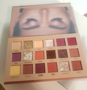 Huda beauty nude pallete for Sale in Orlando, FL