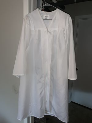 """Josten's White Graduation Gown and Cap - Size 5' 1"""" - 5' 3"""" - 100% Polyester for Sale in Atlanta, GA"""