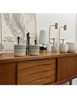 READ AD Planters Pot Pots Plants Planter Plant Vase Dresser Cabinet Credenza Stand Table Rug Lamp Desk Bookcase Seattle Stand for Sale in Seattle,  WA