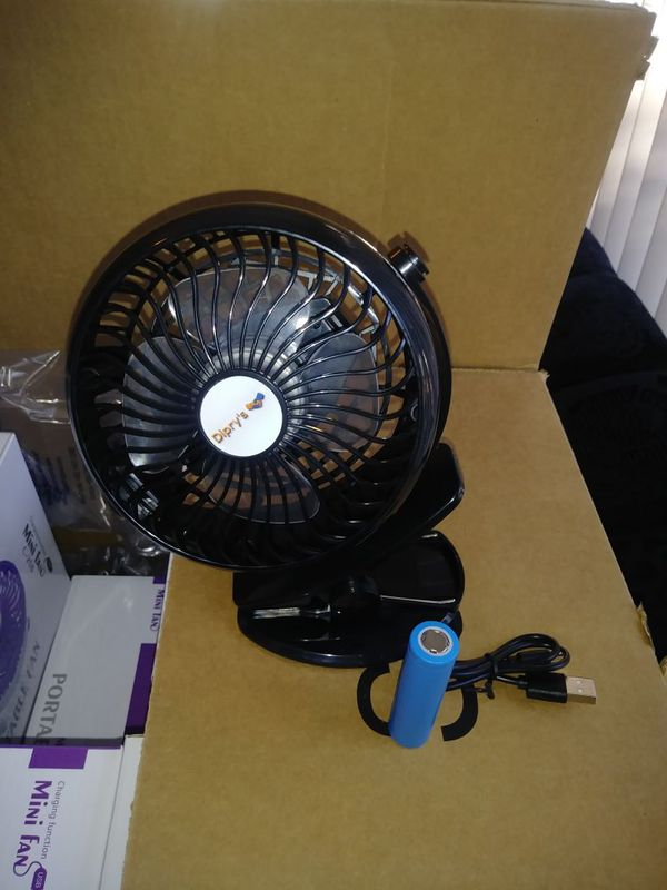 Mini Fan with USB Plug and rechargeable batter