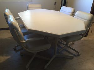 Mid century Formica dining table with five chairs for Sale in El Cajon, CA