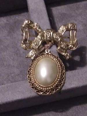 Vintage Goldtone Pin for Sale in Fort Worth, TX