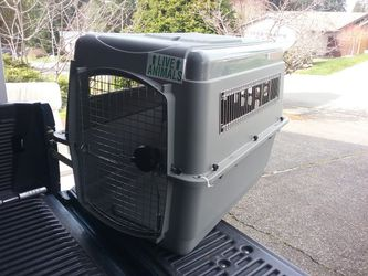 "Medium Dog Kennel Crate Carrier Airline Approved like New 36"" L by 20"" W by 24"" H for Sale in Federal Way,  WA"