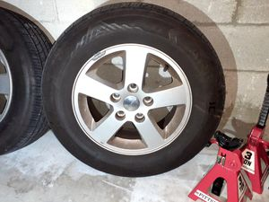 "16"" Wheels 225/65/r16 and tires rims Caravan jeep Chrysler nice condition for Sale in Pompano Beach, FL"