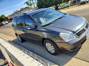 2012 kia sedona clean title for Sale in Clovis, CA