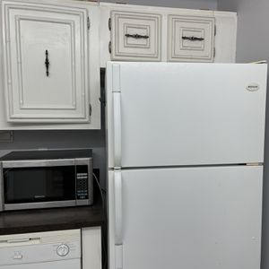 Good condition appliances for sale . Refrigerator, dishwasher, electric stove , oven Clean , no smell, good condition Elevator building. Pick up onl for Sale in Hallandale Beach, FL