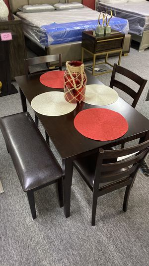 Dark Brown Breakfast Table with 3 Chairs and Bench O 203 for Sale in Bedford, TX