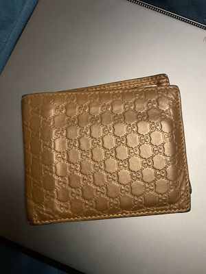Authentic Gucci wallet with the box for Sale in Union City, CA