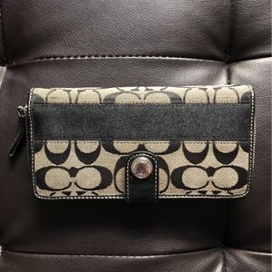 Authentic Coach Wallet for Sale in Sloan, NV