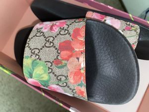 Gucci slides sz 5 for Sale in Wauwatosa, WI