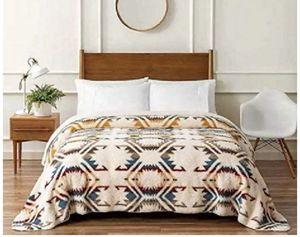 Pendleton king Sherpa blanket for Sale in Sacramento, CA