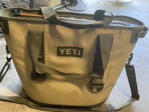 Yeti hopper 30 M30 soft cooler bag olive green for Sale in Fort Lauderdale, FL
