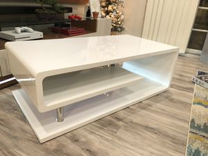 White Modern Coffee Table for Sale in St. Louis, MO