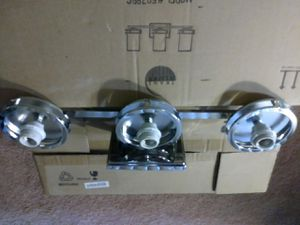 3 light wall fixture for Sale in Fort Washington, MD
