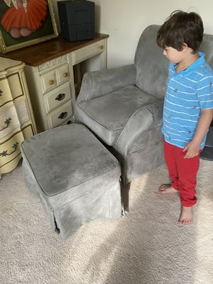 Swing chair and ottoman good condition for Sale in Rockville, MD