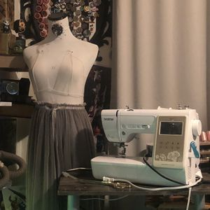 Brother SE625 Sewing/Embroidery Machine BUNDLE for Sale in Kissimmee, FL