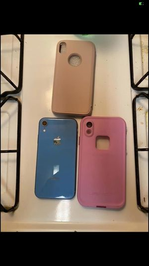 iPhone XR unlocked I've upgraded to a iPhone 11 I don't need it anymore $300 or I can bring it down to $250 it's in perfect condition for Sale in El Dorado, AR