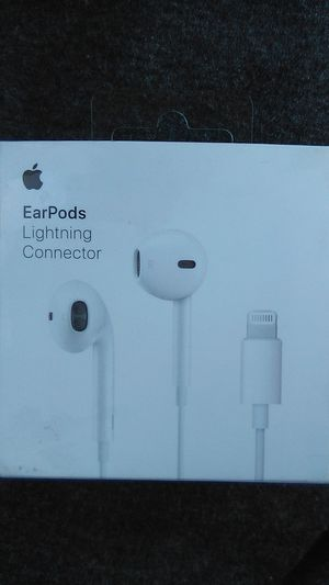 Apple earbuds. W lighting connector for Sale in Pomona, CA