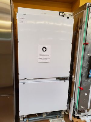 Fisher & Paykel White Built-in Refrigerator for Sale in Walnut, CA