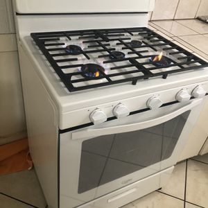 Whirlpool 5 Burner Range Gas Stove and Oven With Extra Griddle Please Read for Sale in Costa Mesa, CA