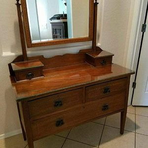 Antique Dresser with mirror for Sale in Phoenix, AZ
