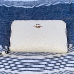 Coach Wallet White/creme for Sale in Fullerton, CA