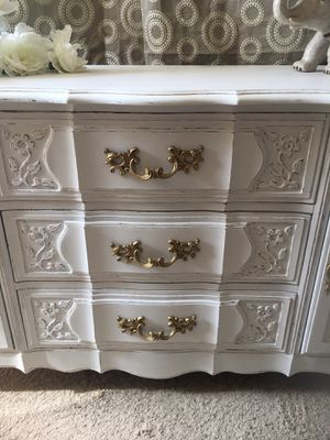 Thomasville Buffet/Dresser/Entertainment Console/Baby Changing Table for Sale in Bloomingdale, IL