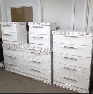 Dresser, Chest and 2 nightstands- Cómoda, gavetero y 2 mesitas de noche for Sale in Doral, FL