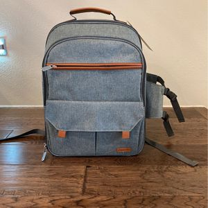 NEW Sunflora Picnic Backpack In Gray for Sale in Houston, TX