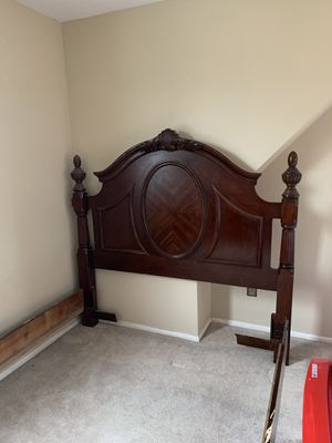 Queen bed frame for Sale in St. Louis, MO