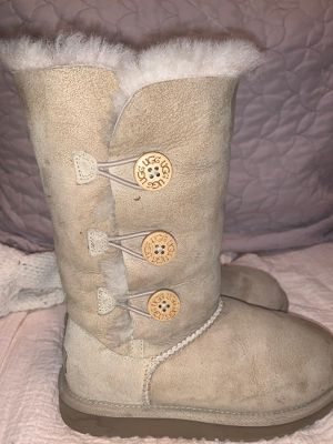 Uggs size 2 for Sale in Irving, TX