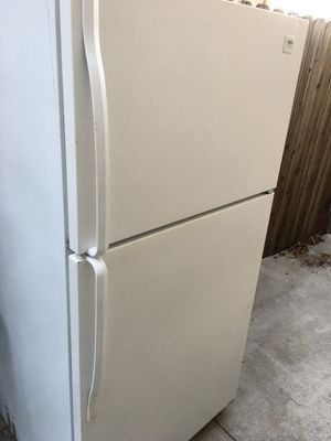 Whirlpool fridge refrigerator with freezer for Sale in Antioch, CA