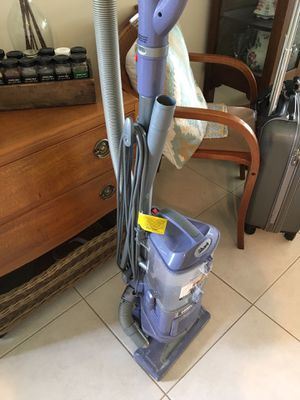 Shark wind tunnel vacuum with attachments~ LIKE NEW! for Sale in Vero Beach, FL