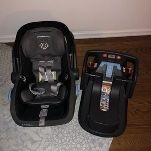 Uppababy Mesa car seat with base (Tribeca manhattan) Expires October 2022 for Sale in New York, NY