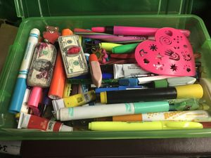 Markers and other random art supplies for Sale in Modesto, CA