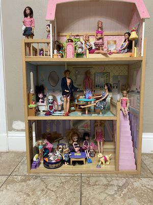 Big Doll House comes with all the Barbies & accessories. I used it when I was little but now I'm selling it , it's in a good condition ...works good for Sale in Houston, TX