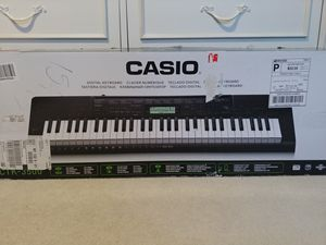 Casio Keyboard Piano (CTK-3500) for Sale in Glenview, IL