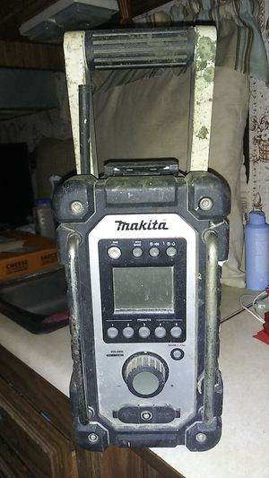 Makita 12 18 v charger radio and port for charging ststion for Sale in South Gate, CA