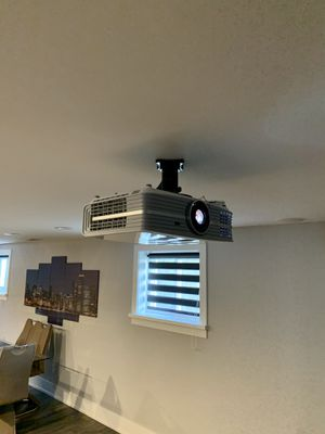 4K projector and screen for Sale in Burbank, IL