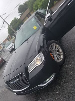 2017 Chrysler 300 clean Carfax 1-owner for Sale in Manassas, VA
