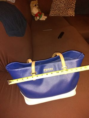 Kenneth cole exellent condition and clean price firm español también for Sale in Phoenix, AZ