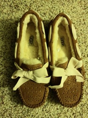 UGG slippers size 7 for Sale in Oxnard, CA
