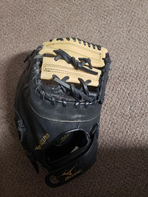 "New Mizuno softball mitt 12"" for Sale in Hewlett, NY"