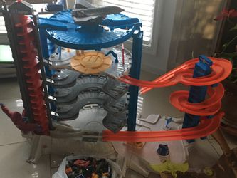 Hot Wheels Super Ultimate Garage With 73 Cars for Sale in Loganville,  GA