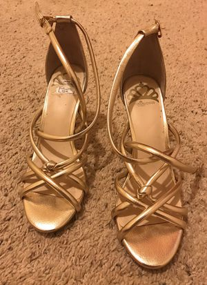 Gold heels - sz 7.5 for Sale in Orlando, FL