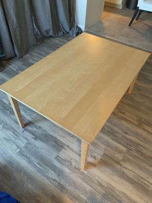 Small coffee table for Sale in Hayward, CA
