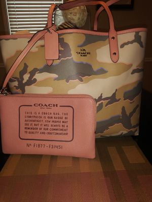 NEW! COACH Reversible TOTE bag w/6 wristlet for Sale in Arlington, TN